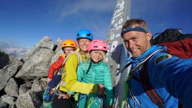 عائلة Houlding في رحلة لمدة ثلاثة أيام لتسلق Piz Badile