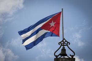 العلم الكوبي يطير فوق هافانا القديمة ، كوبا (Jane Barlow / PA)